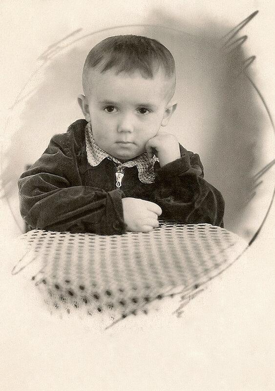 Стасик. 2 года 7 месяцев. Канаш, 1954 год.