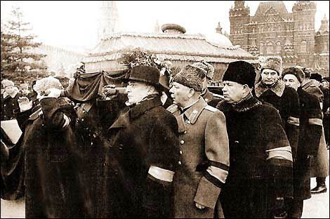 """После смерти Сталина Суслов сохранил за собой все посты.  Его участие в смещении  """"антипартийной группы """" Молотова..."""