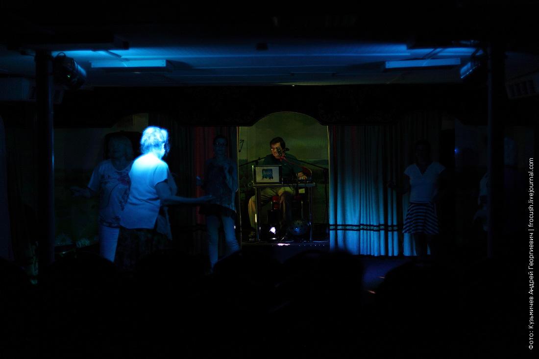вечерняя дискотека на теплоходе Русь Великая во время круиза в Казахстан