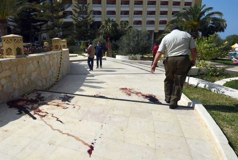 Страшные фотографии теракта боевиков в Тунисе