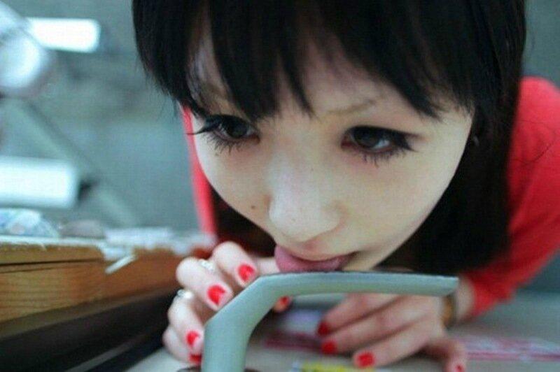 Японки облизывают дверные ручки (сумасшедшие фото)