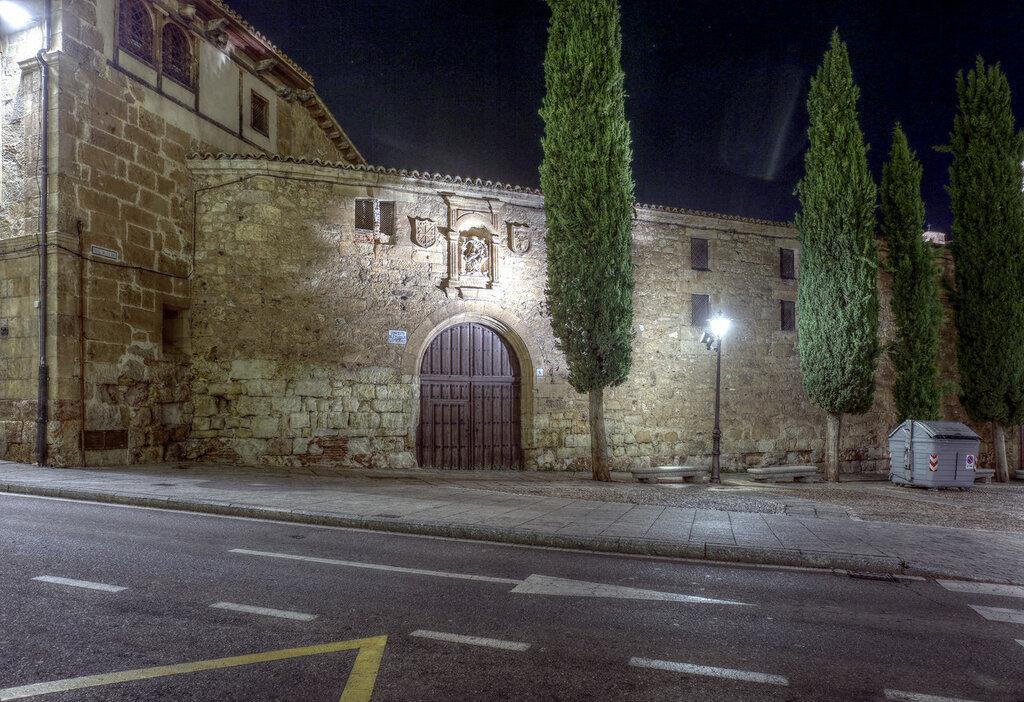 Ночная Саламанка. Монастырь Лас-Дуэньяс (Convento de las Dueñas). HDR