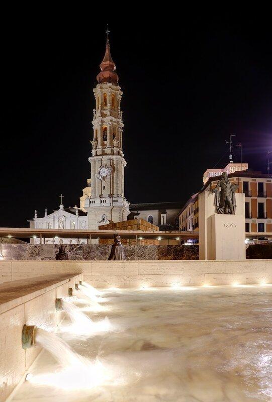 Сарагоса. Памятник-фонтан поэту Франсиско Гойя
