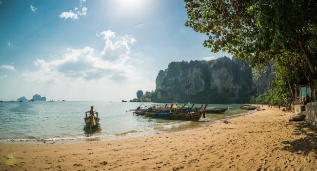 Это небольшой остров на юге Камбоджи. Настоящий рай из джунглей и пляжей. Тут почти никто не живет,