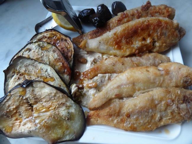 Ингредиенты: барабулька— 500г соль— повкусу перец черный молотый— повкусу масло растительное—