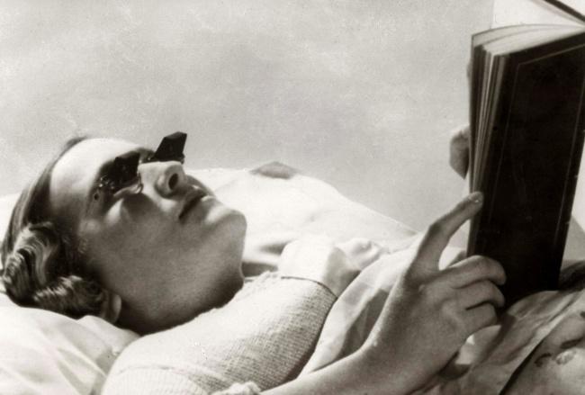 Ктоже нелюбит читать лежа? Такие очки позволяли наслаждаться любимой книгой вкровати инепортить