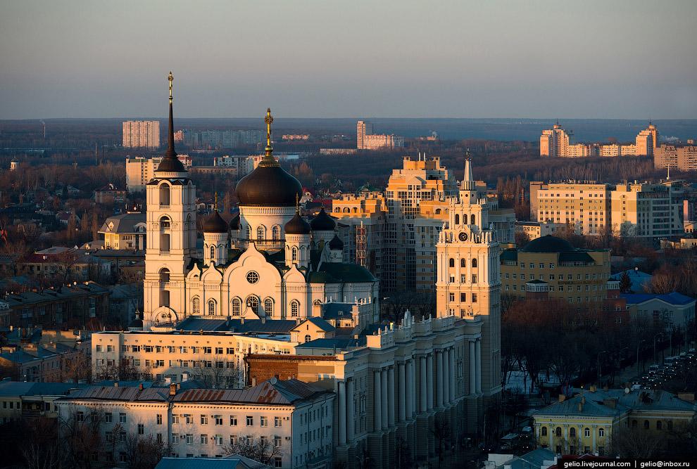 8. Здание Управления ЮВЖД — один из символов города и архитектурный памятник сталинской эпохи.<