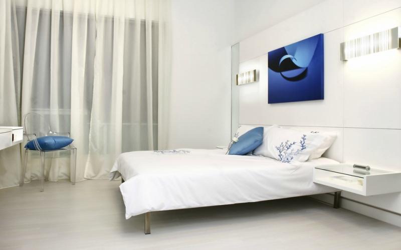 Дизайн интерьера спальни в светлых оттенках фото 7