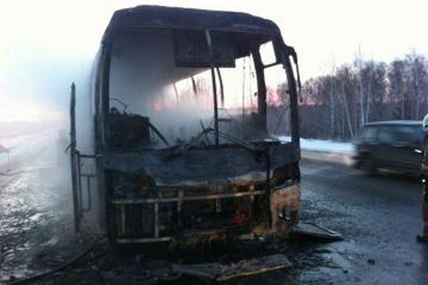 Науральской трассе дотла сгорел туристический автобус, следовавший маршрутом «Уфа-Челябинск»