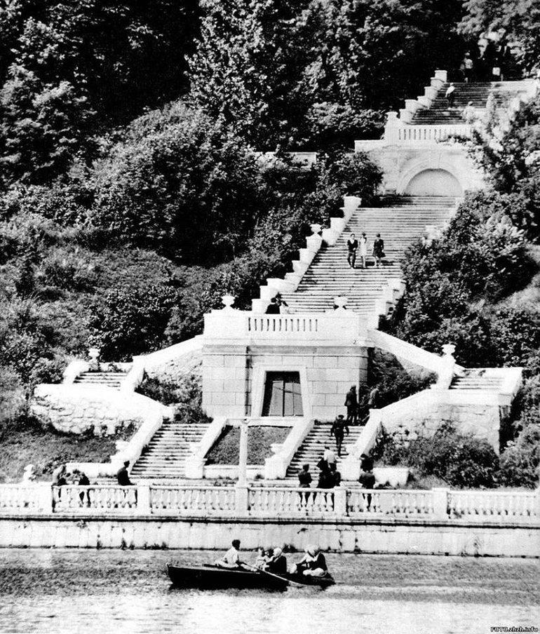 Графская лестница построенная бароном Иваном Максимилиановичем де Шодуаро