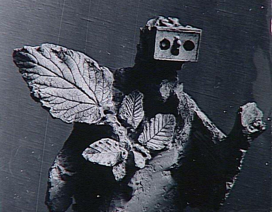 1929. Женщина с листьями (фрагмент)