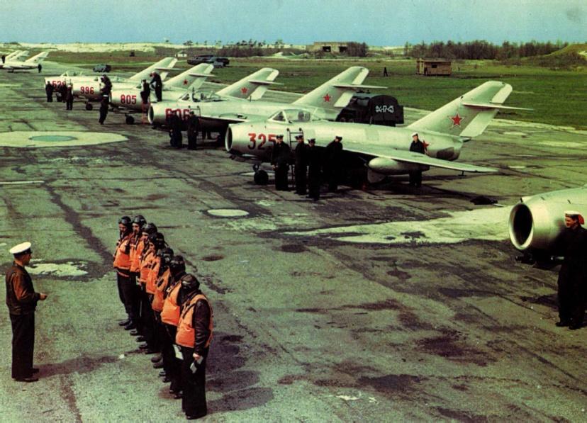 Советские летчики в Корее.jpg