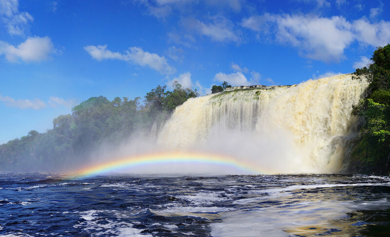 Водопад Ача с радугой.