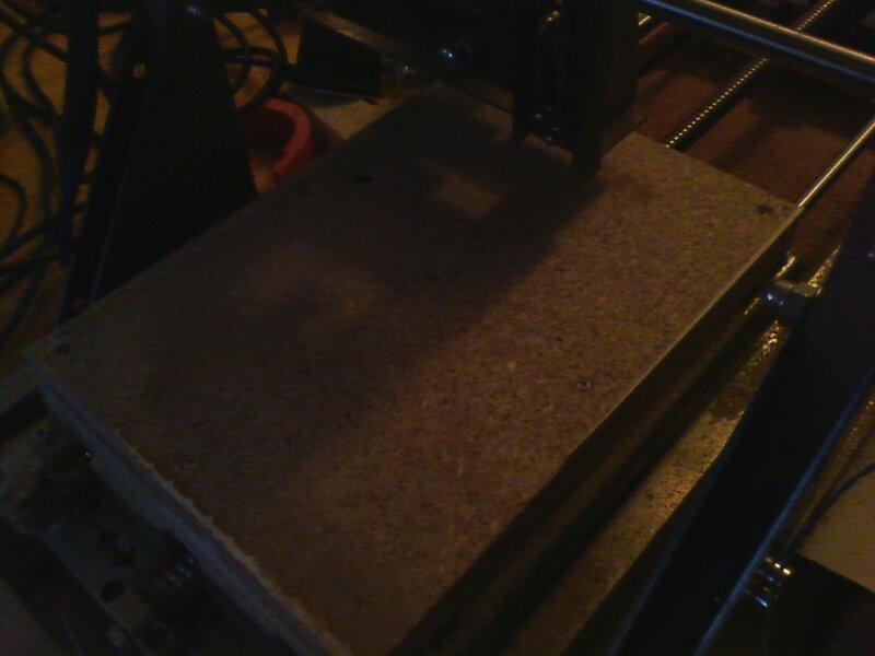 Рраптор выравнивает деревянный столик-02.jpg
