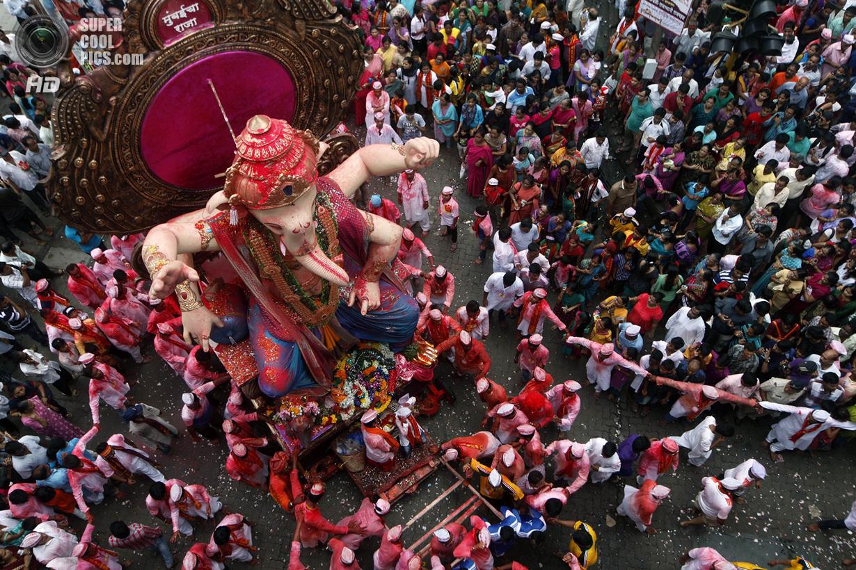 Чествование идола с головой слона (21 фото)