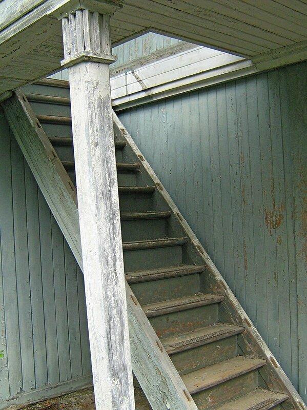 Лестница на второй этаж дебаркадера