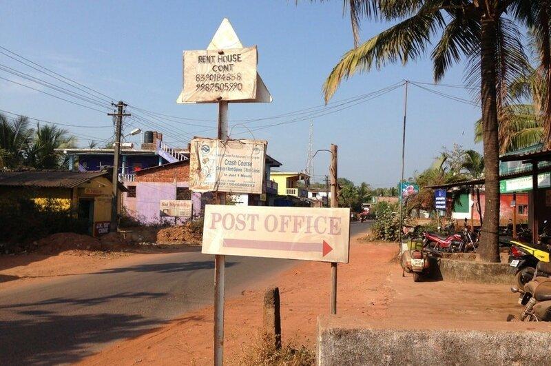 Поворот с главной дороги к почте