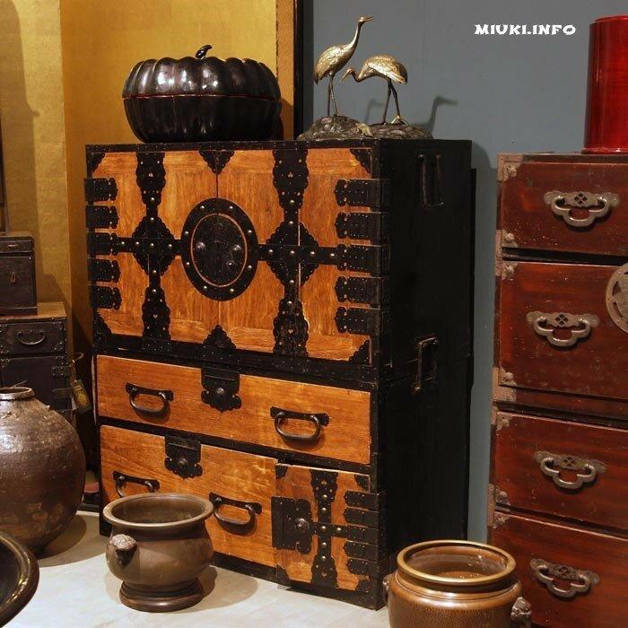 Японская мебель, тансу, японский подвенечный комод