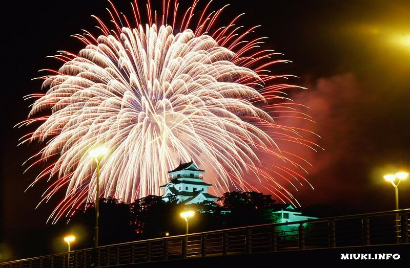 Фестиваль фейерверков на реке Сумида в Токио