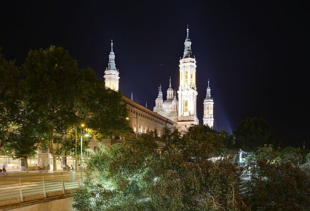 Ночная Сарагоса. Вид с Каменного моста
