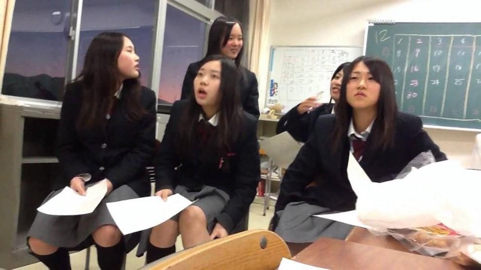 11. Кстати, в японских школах отопления нет. В рекреационных зонах есть точки локального обогрева, г