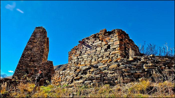 Напомню: зиккурат это культовое сооружение в виде ступенчатой башни, типичное для шумерской, ассирий