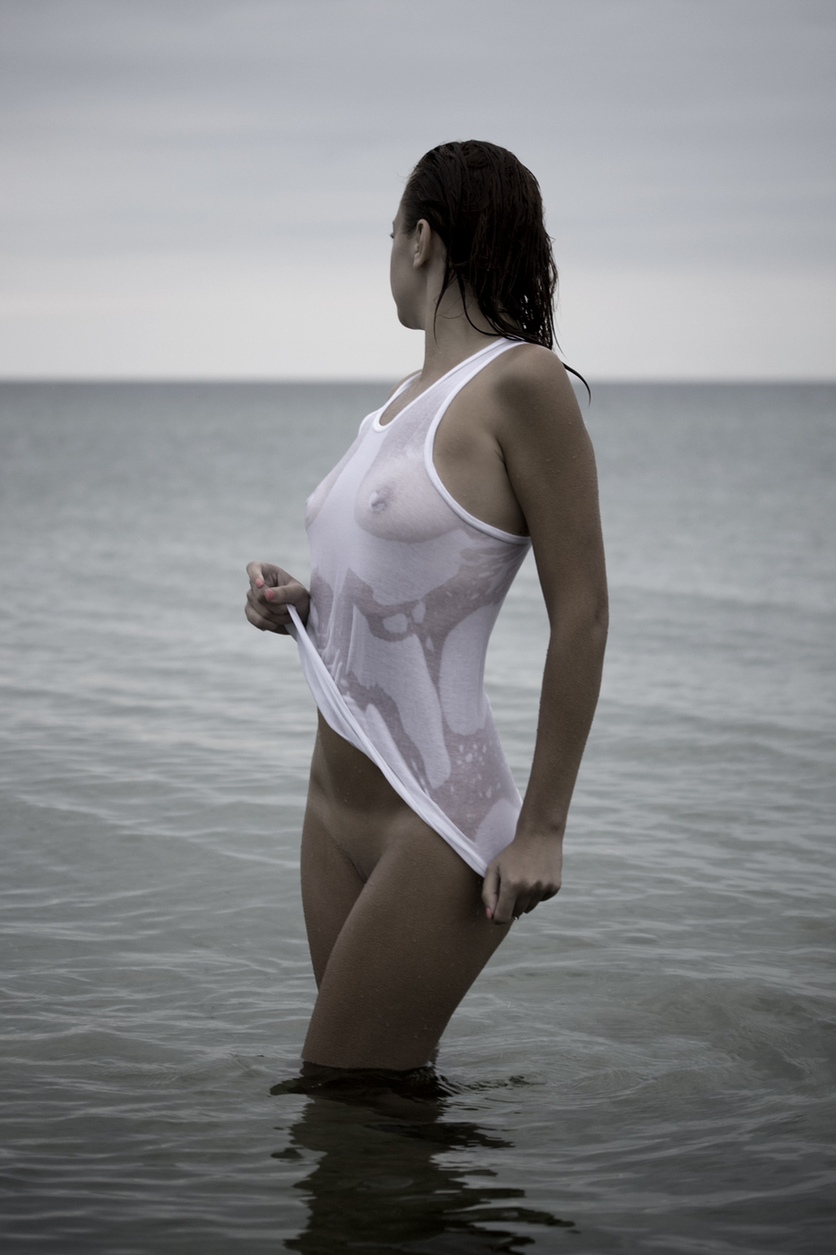 Мокрой одеждой под женское тело фото голое