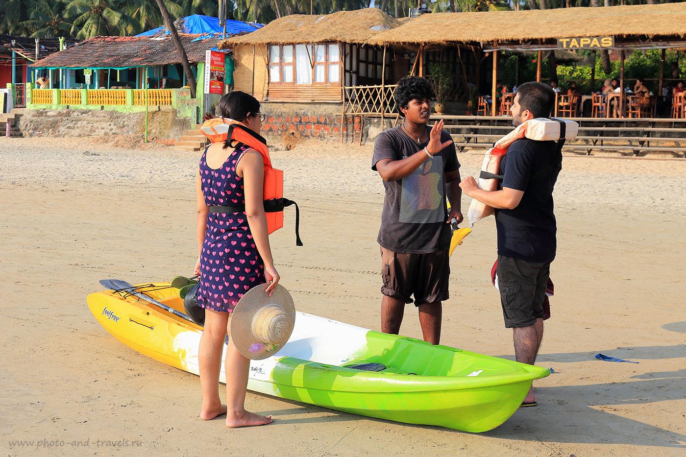 Фотография 7. Индийцы и море. Отзывы об отдыхе на пляже Палолем в Гоа в октябре. Самостоятельный тур в Индию (24-70, 1/125, 1eV, f9, 50mm, ISO 100)