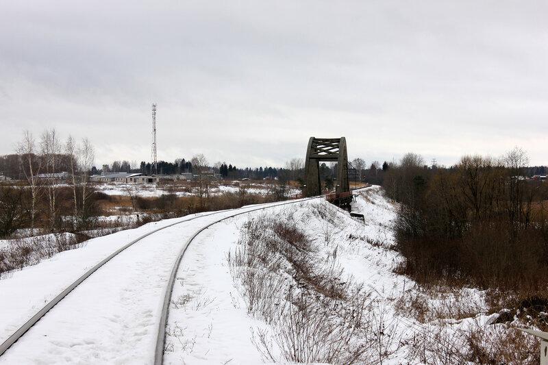 Перегон Белый городок - Калязин пост, участок Белый городок - 151 км, мост через реку, вид на Савёлово