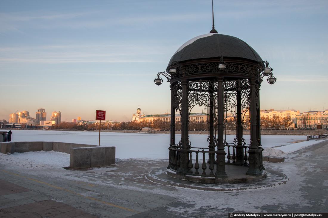 беседка в Екатеринбурге на городском пруду