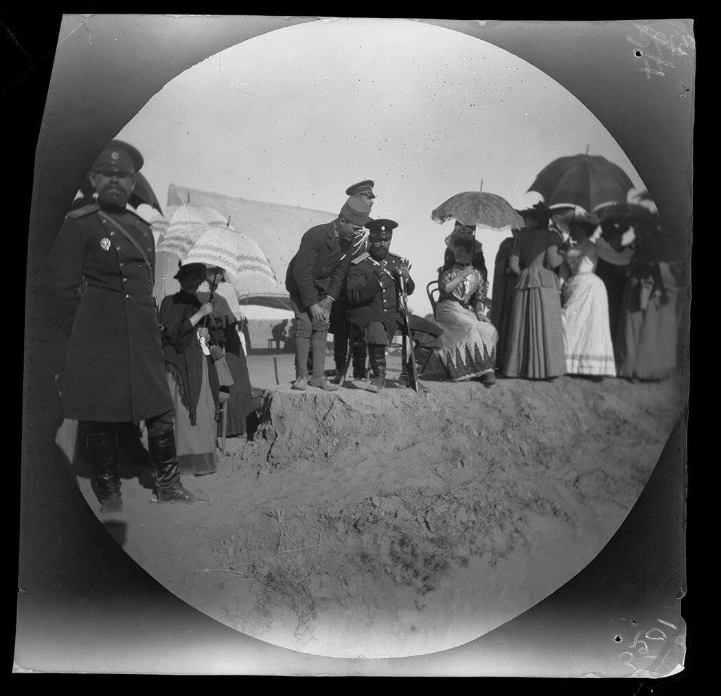 1 ноября. Аллен беседует с генералом Куропаткином на скачках в окрестностях Ашхабада