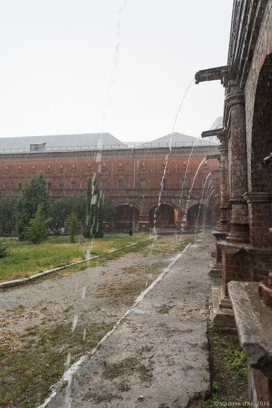 Ливень в Высоко-Петровском монастыре