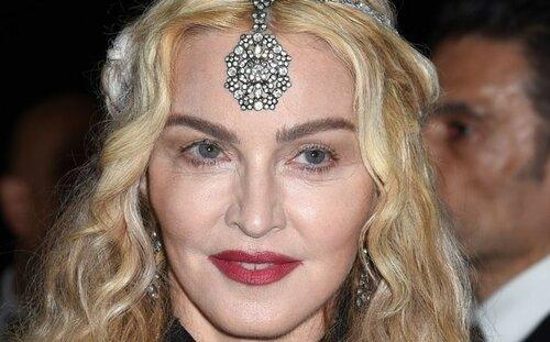 Откровенный наряд Мадонны на Met Galla поверг всех в шок
