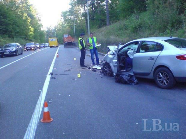 ДТП под Киевом: автомобиль такси врезался в экскаватор, водитель погиб. ФОТОрепортаж