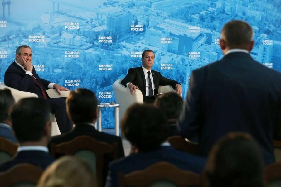 Медведев и Неверов.jpg