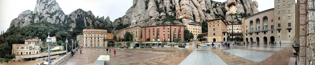Monserrat. Square in front of the monastery. Panorama