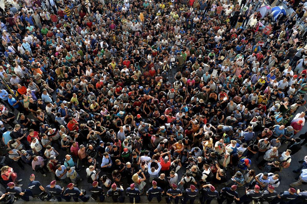 28. Мигранты в Венгрии, 9 сентября 2015. (Фото Dan Kitwood):