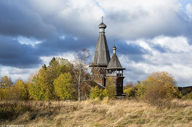 Нельзя проехать и соседнее село Гимрека, упоминающееся еще в конце XV века. Церковь Рождества Пресвя
