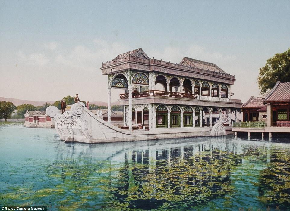 Мраморная лодка, Летний дворец, Пекин, между 1889 и 1911.