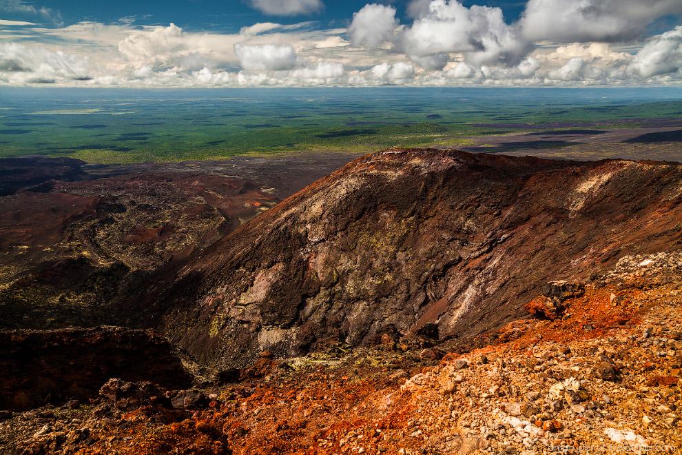 4. Панорама Северного прорыва. По центру видно лавовую реку, ушедшую вниз по склону.