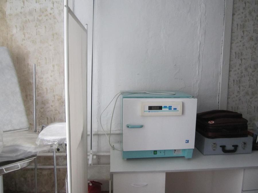 18. Вот тут сухожаровой шкаф для стерилизации инструментов. А инструментов каких только нет. Почти в