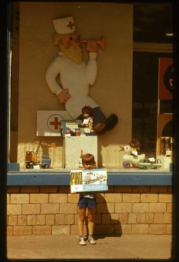У витрины Дома игрушки в Москва, июль 1979 года Александр Ильич Шестаков