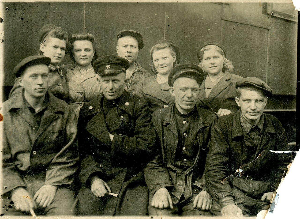 1948. Челябинские железнодорожники из состава ПРП-3 (паровозоремонтный поезд)