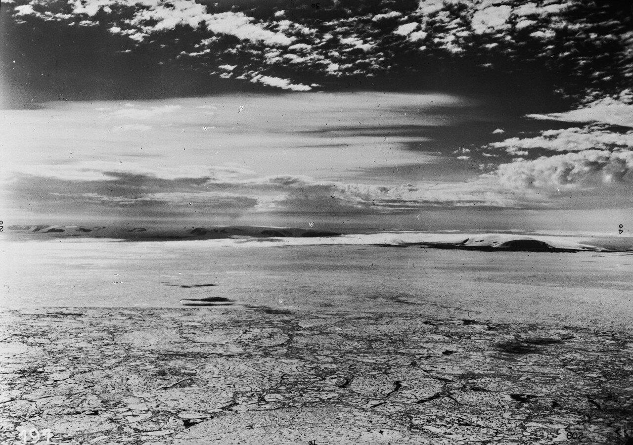1931. Новая Земля. Северная оконечность Северной Земли, на переднем плане дрейфующие льды в Северном Ледовитом океане