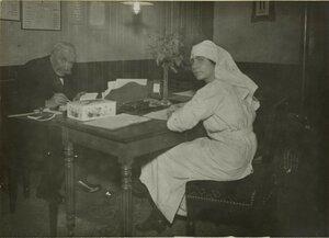 1914. Северный вокзал. Устроена столовая для раненых. Директор