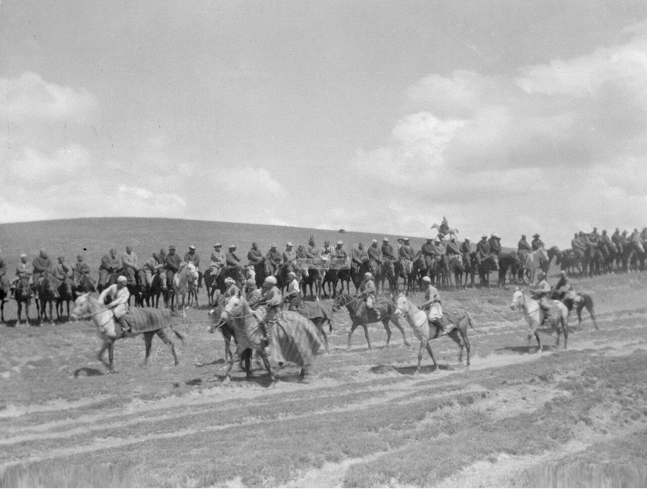 Киргизские всадники перед началом соревнований