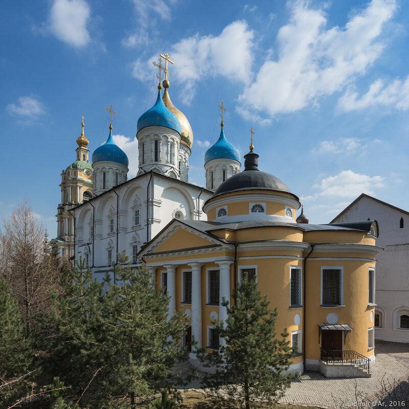 Храм иконы Божией Матери «Знамение» Новоспасского монастыря