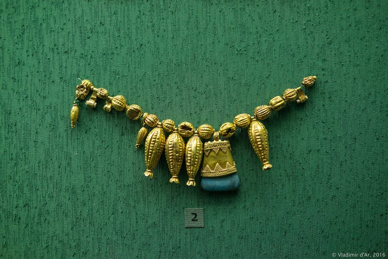 Ожерелье VI - V вв. до н.э. Золото, паста.