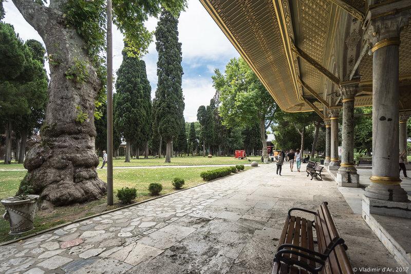 Дворец Топкапы в Стамбуле. Второй двор.