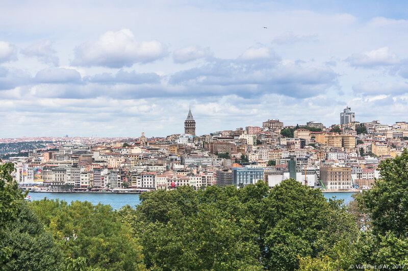 Дворец Топкапы в Стамбуле. Вид на Галатский холм с террасы Султана.